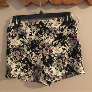 Blush Boutique Floral Zip Up Shorts (NWT)